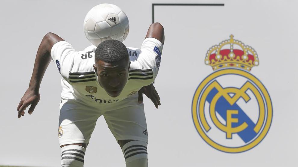 Vinicius presentado como jugador del Real Madrid  8546b95eeaf08