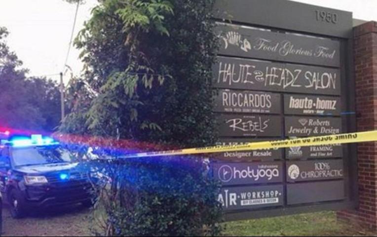 El autor del tiroteo murió de una herida de bala autoinfligida tras el  tiroteo. Se han reportado al menos cuatro heridos 77df1848a61e