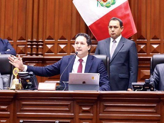 Salaverry tuvo varios encontronazos con diversos legisladores en el Pleno.