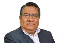 El profesor Jesús Raymundo, conocido por corregir errores ortográficos en redes sociales