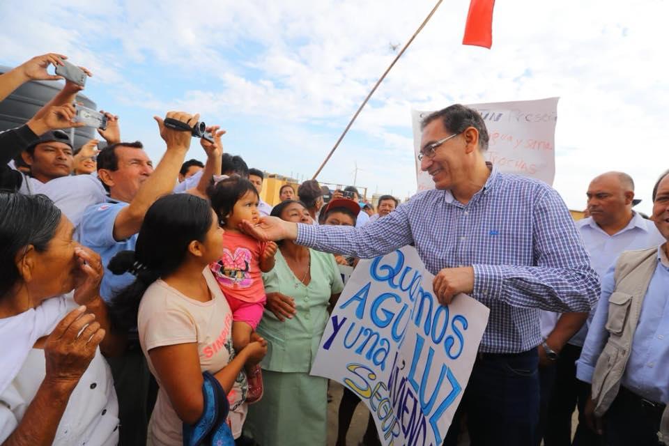 54% de la población aprueba la gestión de Martín Vizcarra