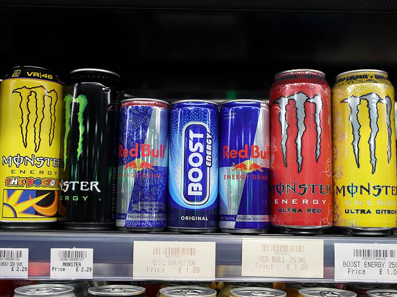 Londres quiere prohibir la venta de bebidas energéticas a niños