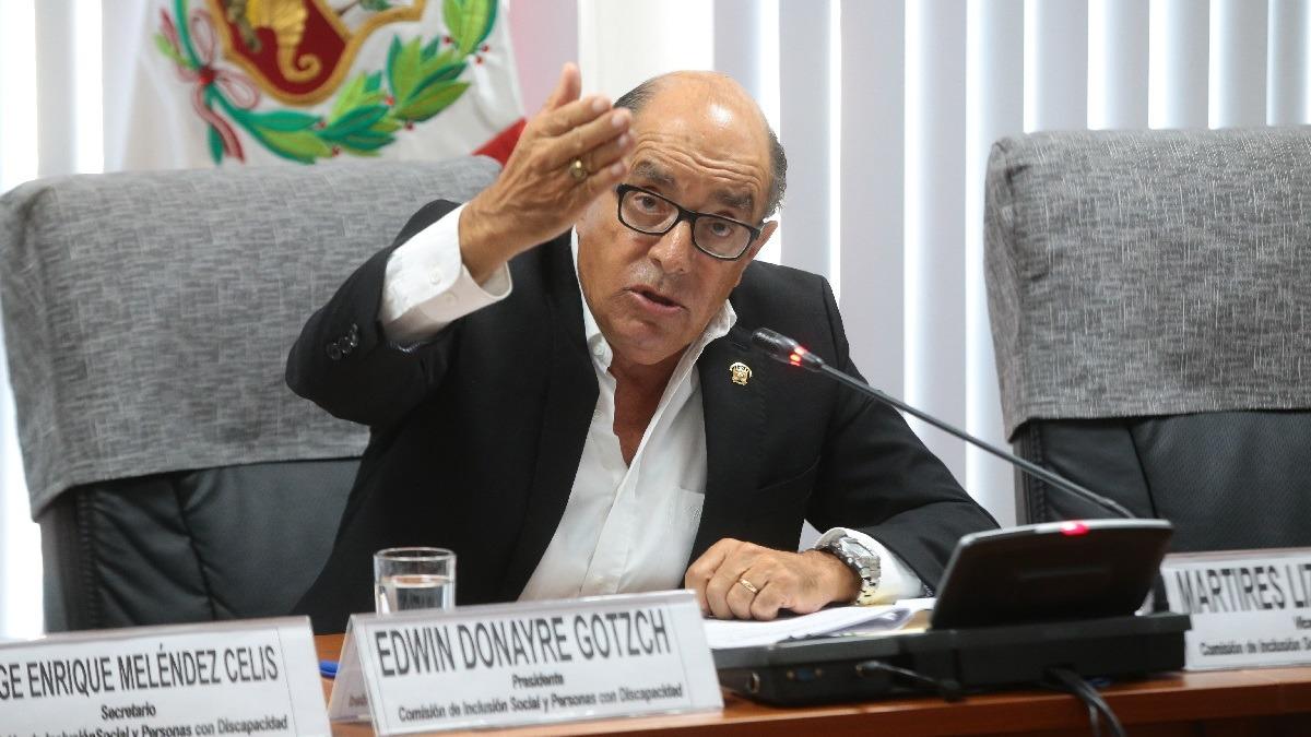 Donayre denuncia a Villacrez por poner en peligro al Estado