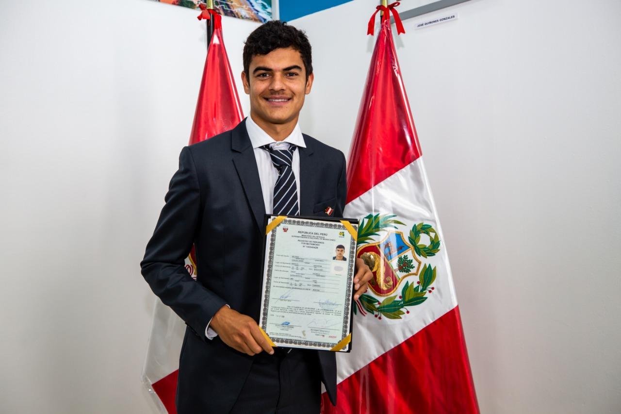 Futbolista Carlos Beltran Se Nacionaliza Peruano En