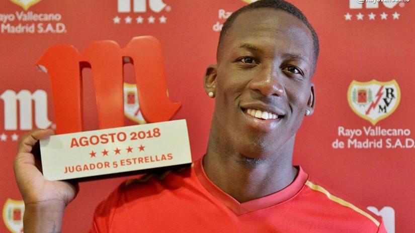 Luis Advíncula recibió el premio del futbolista del mes en Rayo Vallecano