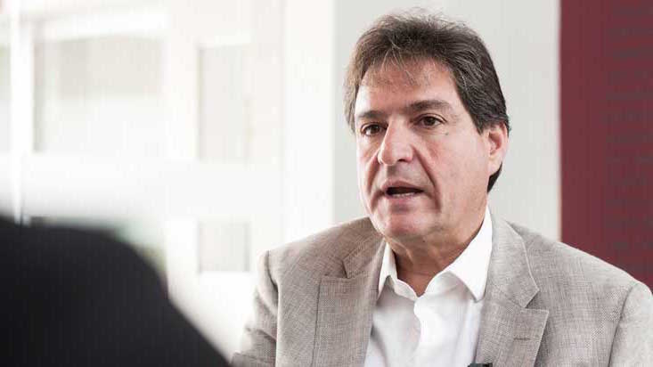 Zurek entregó plan de  gobierno a Jorge Muñoz