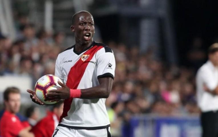 Sevilla está interesado en Advíncula, según ESPN