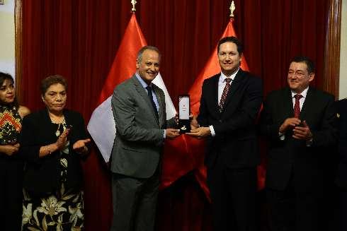 Congreso condecora a Embajador de Marruecos