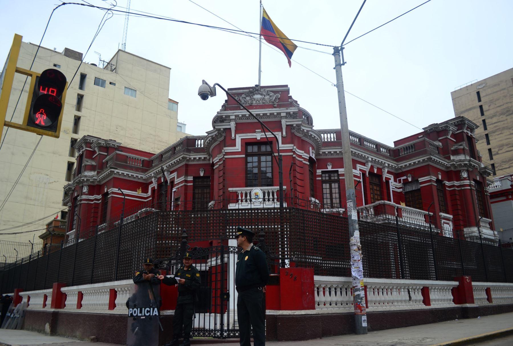Venezuela rechaza congelamiento de sus cuentas bancarias en EE UU