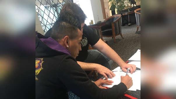 Christian Cueva firmó su contrato y se convirtió en nuevo jugador del Santos