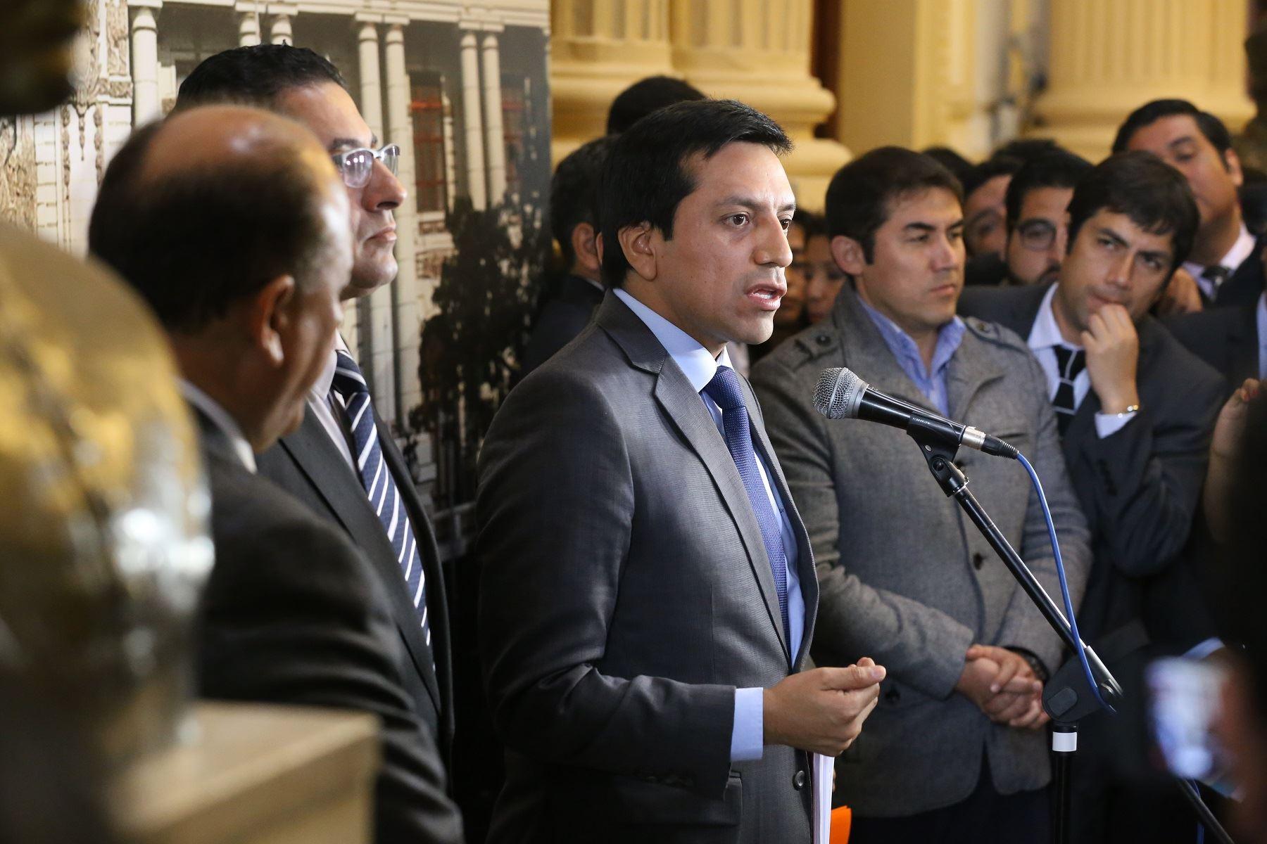 Bancada Peruanos por el Kambio acuerda mantener su actual nombre