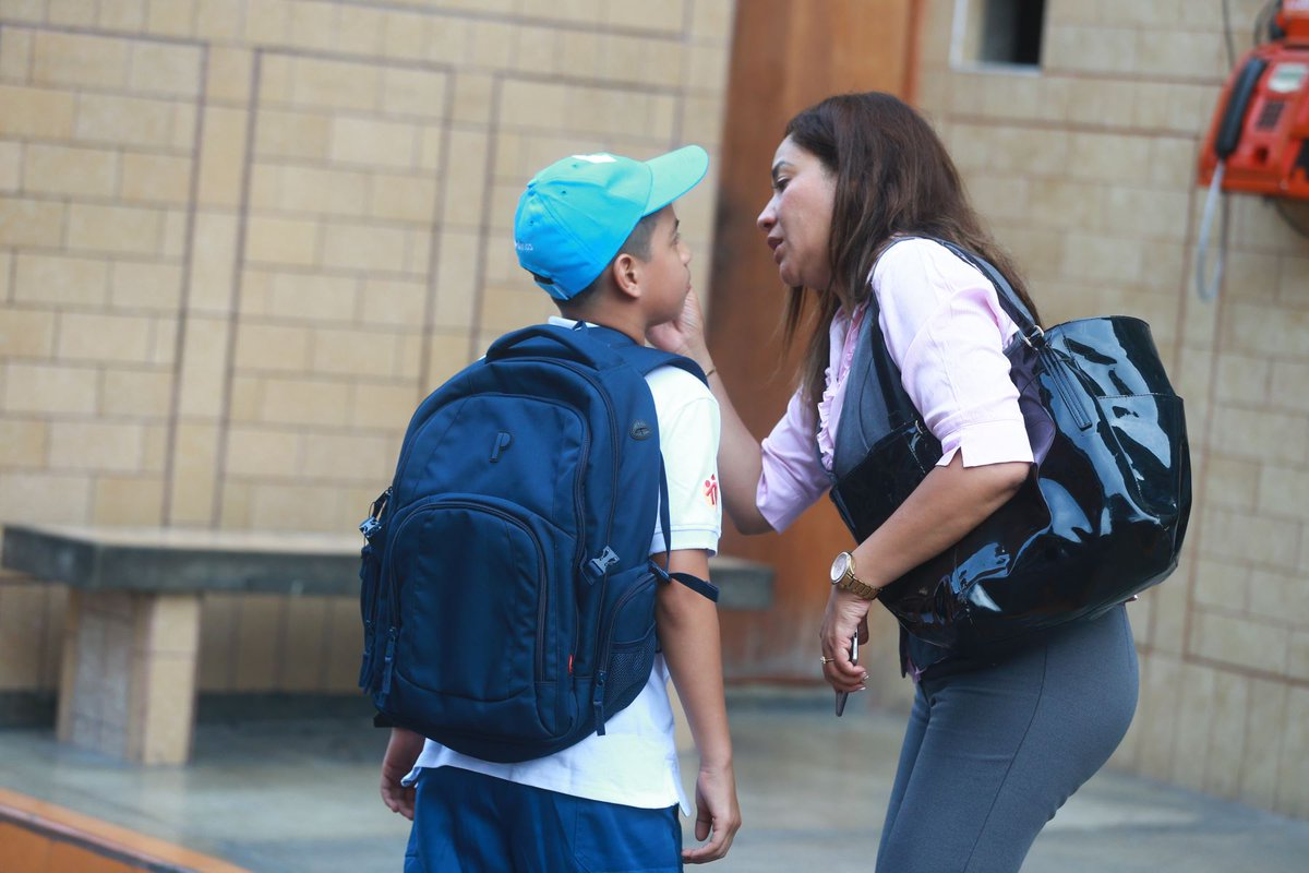 Miles de alumnos de colegios privados inician año escolar