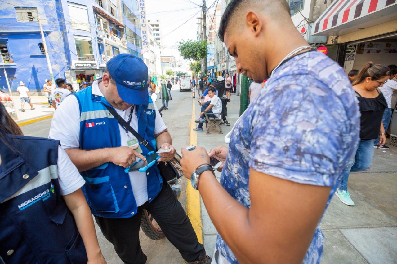 Migraciones y Policía intervienen en Lima a más de 100 extranjeros en condición migratoria irregular