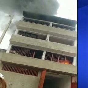 Incendio en un edificio de San Juan de Miraflores