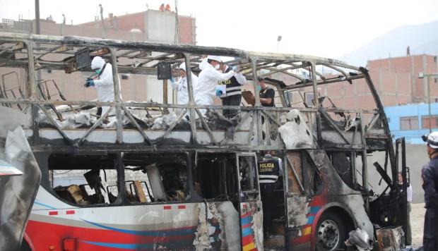 Cuatro menores entre las 17 víctimas por incendio de bus