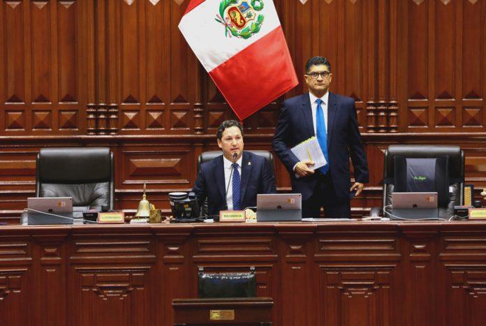 El presidente del Congreso, Daniel Salaverry Villa, anuncia que la elección de la Mesa Directiva del periodo anual de sesiones 2019-2020