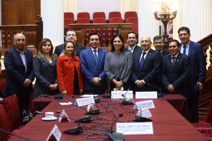 El congresista de Contigo Gilbert Violeta es el nuevo presidente de la Comisión de Defensa del Consumidor, cargo que le correspondía a un representante de Fuerza Popular, según el cuadro de comisiones aprobado en Junta de Portavoces.