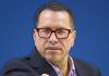 Phillip Butters en La Razón/ TC de Ledesma, la libertad de Villanueva y los antecedentes de los candidatos se desangra, el TC hace el ridículo y Villanueva piensa en su colaboración eficaz