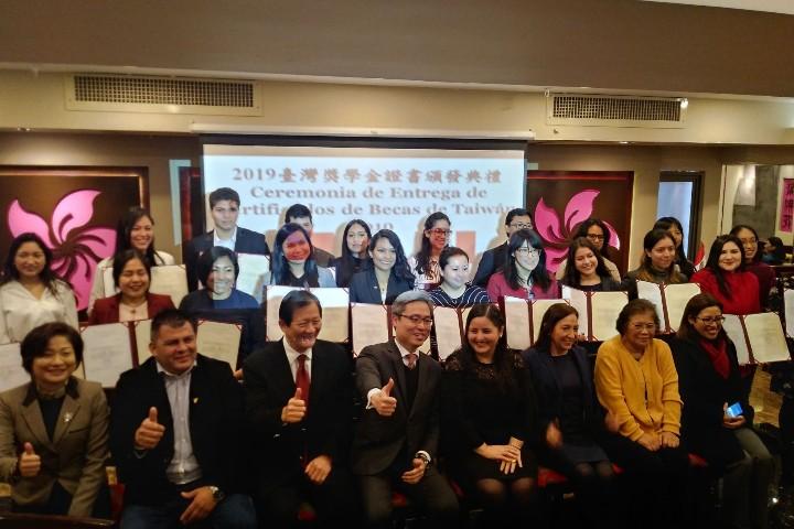21 peruanos ganan becas para estudiar en Taiwán