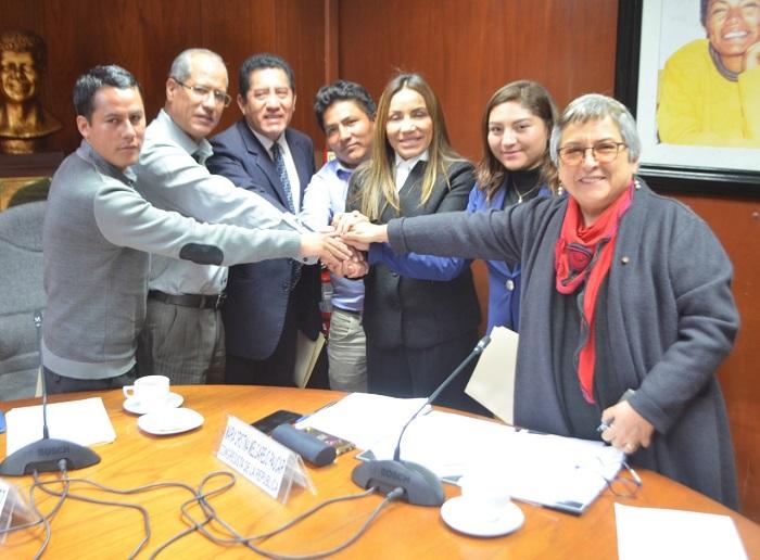 Congresista y alcalde gestionan devolución de Estela Raimondi