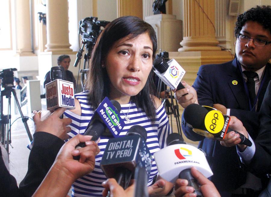 Congresista Milagros Salazar afirma que estamos ante una dictadura.