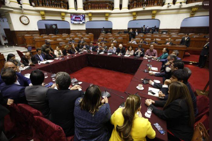 Comisión Permanente aprobó recurrir al TC con el voto de ocho bancadas.