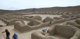 Ejecutan mantenimiento de tres murallas en ruinas de Chan Chan