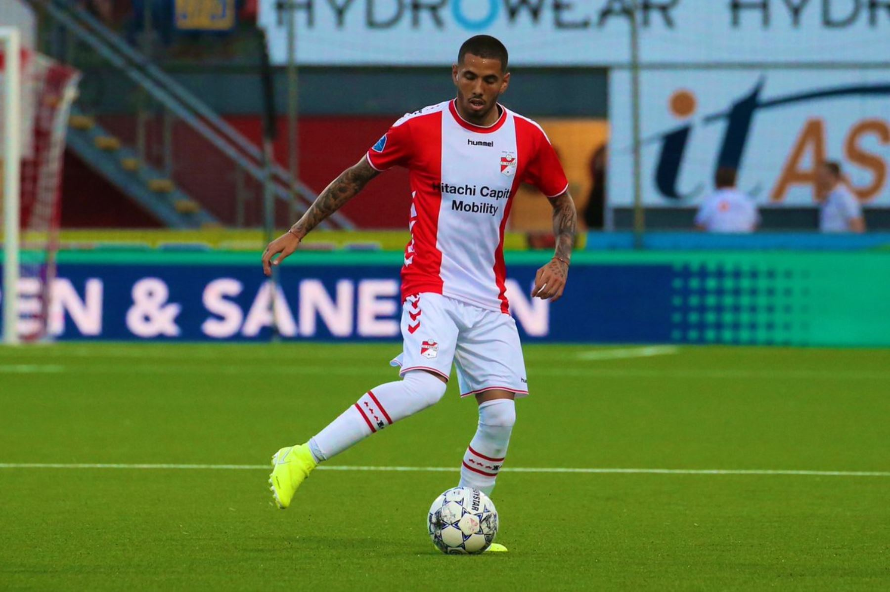 Peña protagoniza agónico triunfo de Emmen FC