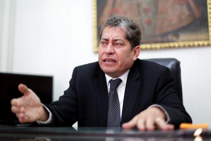 Espinosa Saldaña afirmó que podría haber otro ponente si no hay consenso con Blume.