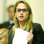 León pide suspender su militancia ante el Apra