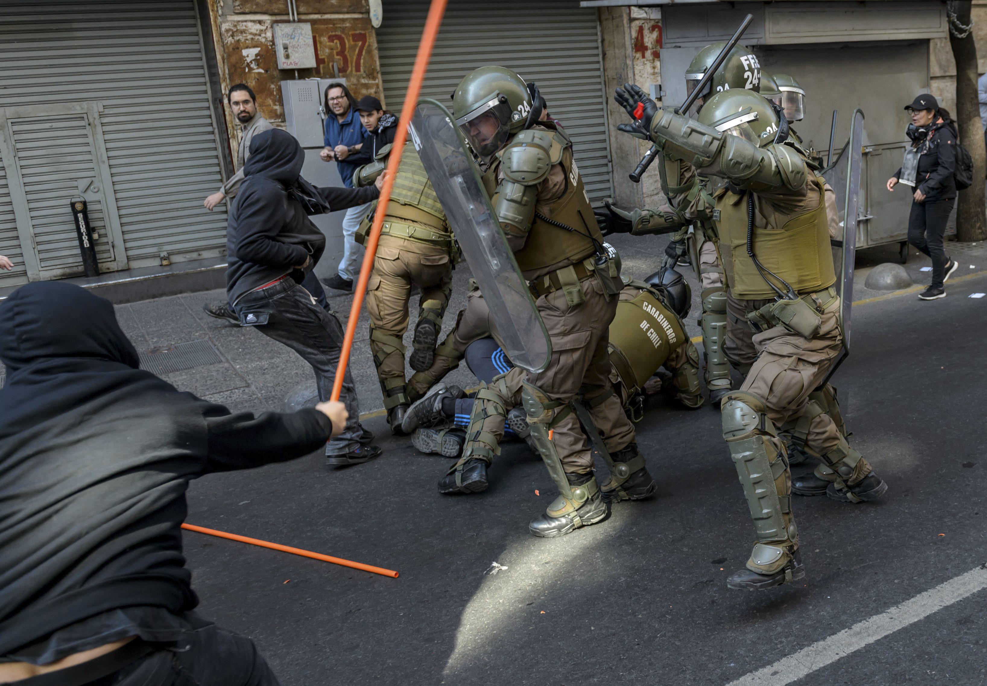 23 muertos y 1,300 heridos dejan los 15 días de protestas en Chile