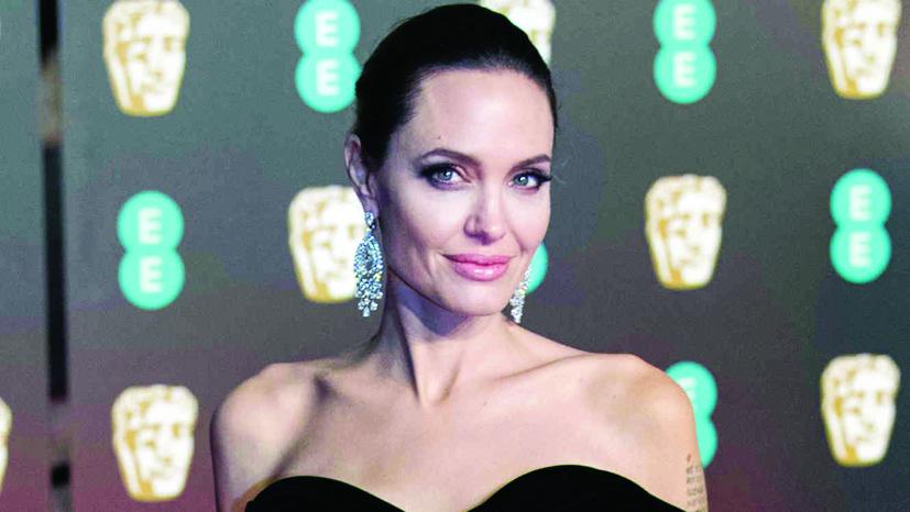 Angelina Jolie culpa a Brad Pitt de no poder abandonar Estados Unidos