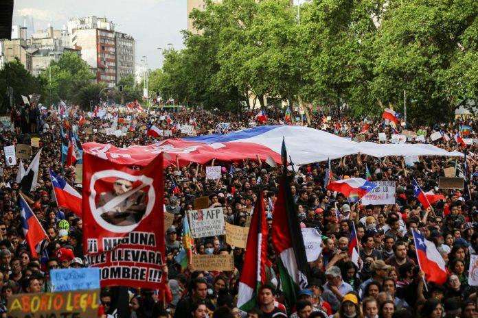 Chilenos creen que manifestaciones seran positivas par el pais