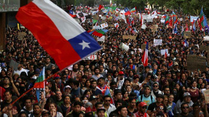 Chile: miles marchan en Santiago en contra del Gobierno de Piñera