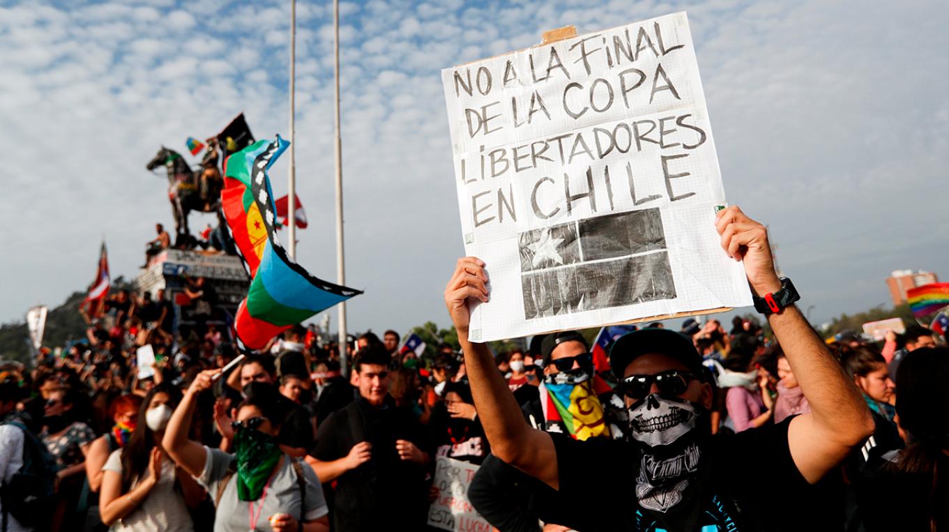 """Santiago paralizado por """"superlunes"""" de protestas"""