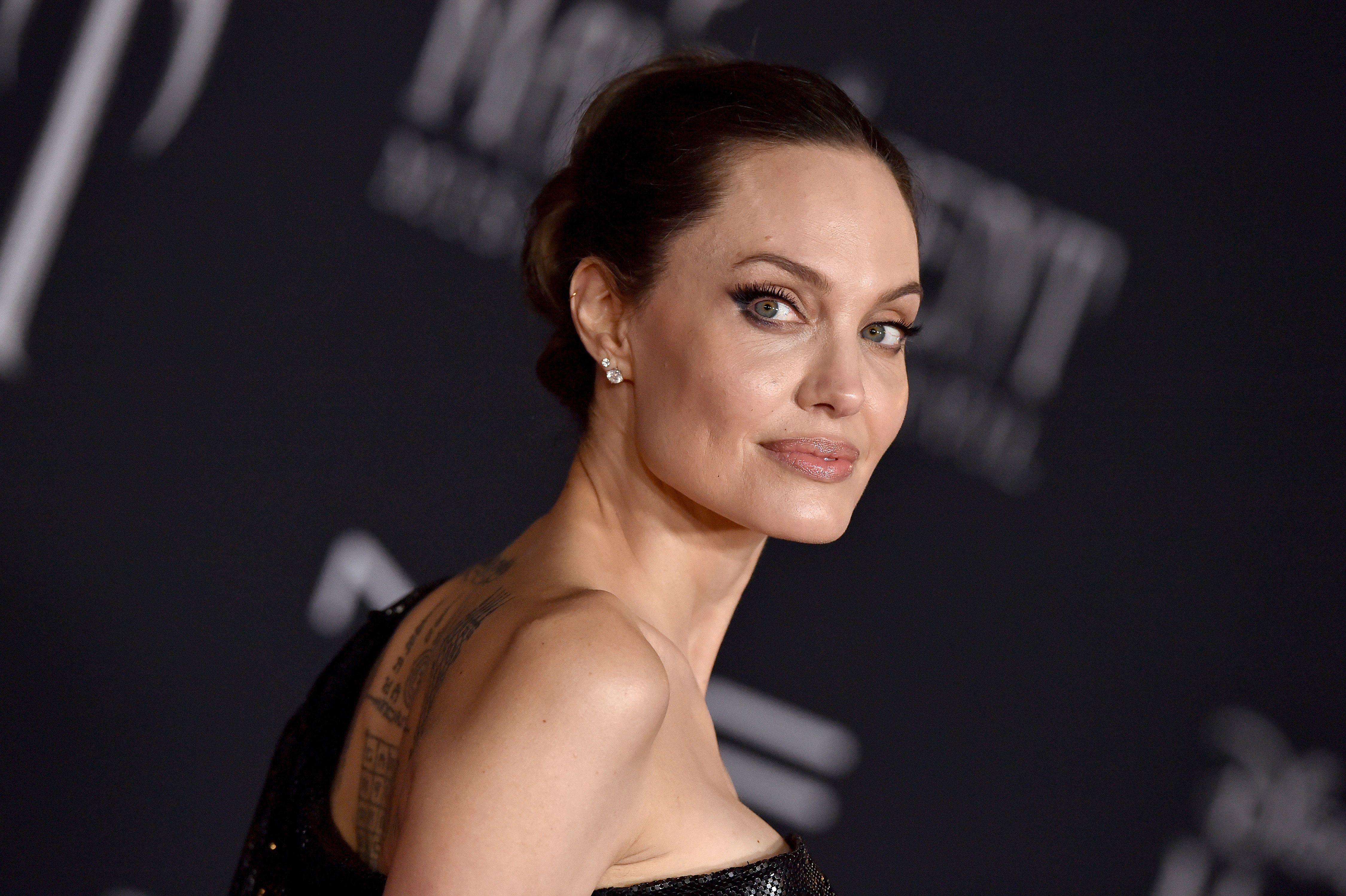 Angelina Jolie sorprendió al posar desnuda para revista
