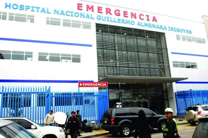 Denuncian cobros por atención en el hospital Guillermo Almenara