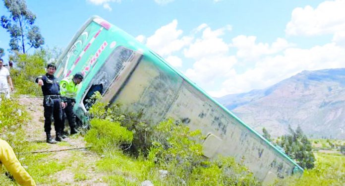 Despiste de bus deja heridos en Ancash