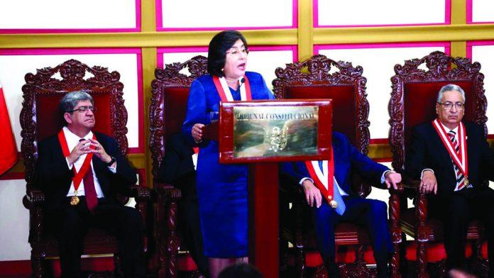 Tribunal Constitucional debatirá ponencia de Carlos Ramos, en la que señala que disolución al Congreso fue constitucional.