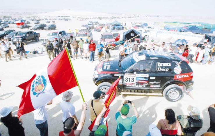 Tres peruanos se mantienen en competencia en el Dakar