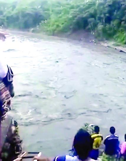 Fallecidos y desaparecidos al voltearse canoa en río de Puno