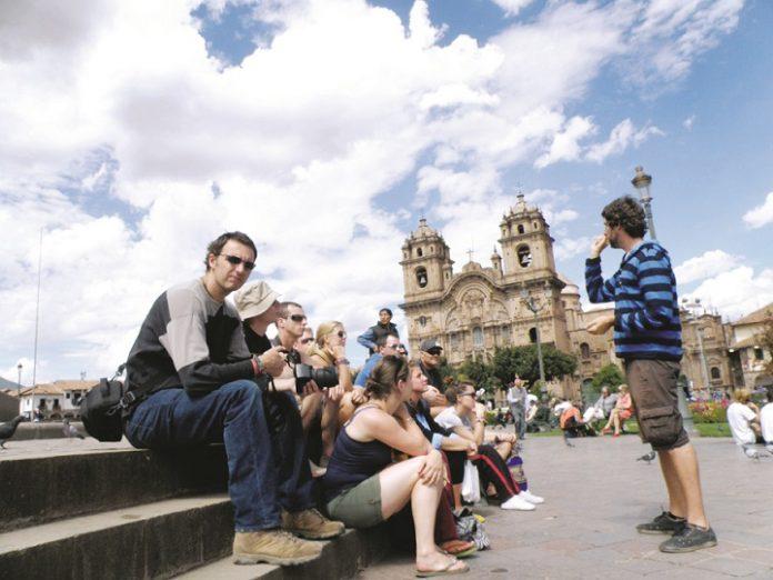 Perú espera recibir 4,5 mill. de turistas en el 2020