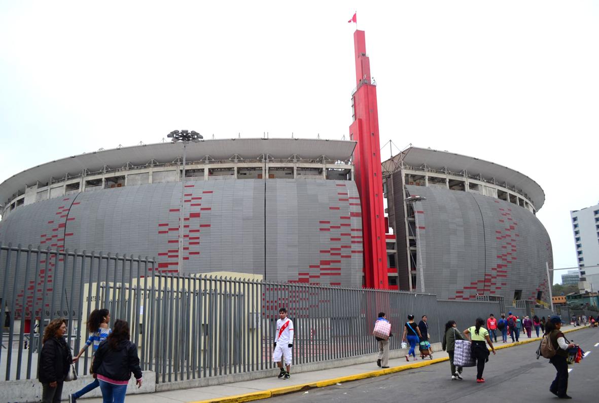 Peligra el Estadio Nacional para partido entre Perú y Brasil