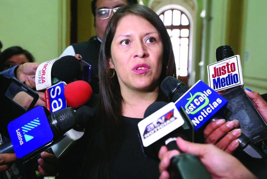 Yeni Vilcatoma insiste en que asumió defensa de Antauro