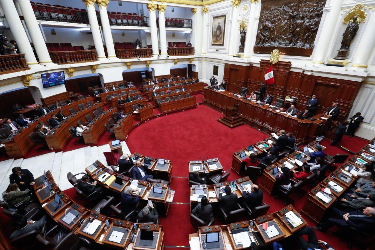 Proponen reducir sueldo a altos funcionarios ante emergencia del covid-19