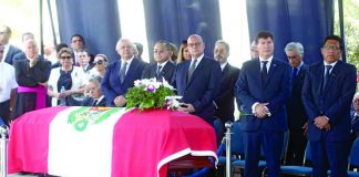 Antes de su entierro, se ofició una misa de cuerpo presente en memoria de Javier Pérez de Cuéllar.
