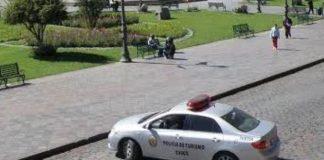 Cinco policías beben en estado de emergencia.