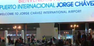 Pasajeros varados en el Aeropuerto Internacional Jorge Chávez.
