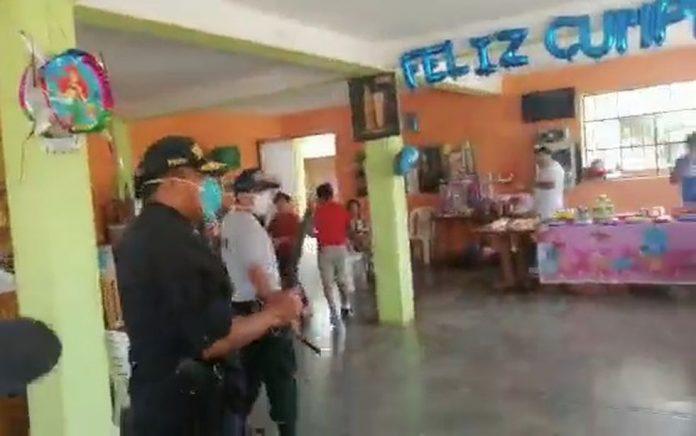 Policía interviene fiesta infantil.