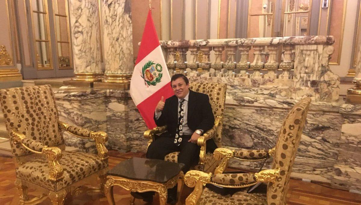 Cantante Richard Swing' visitó Palacio de Gobierno